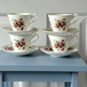 Tea Cups & Saucers, 4 England